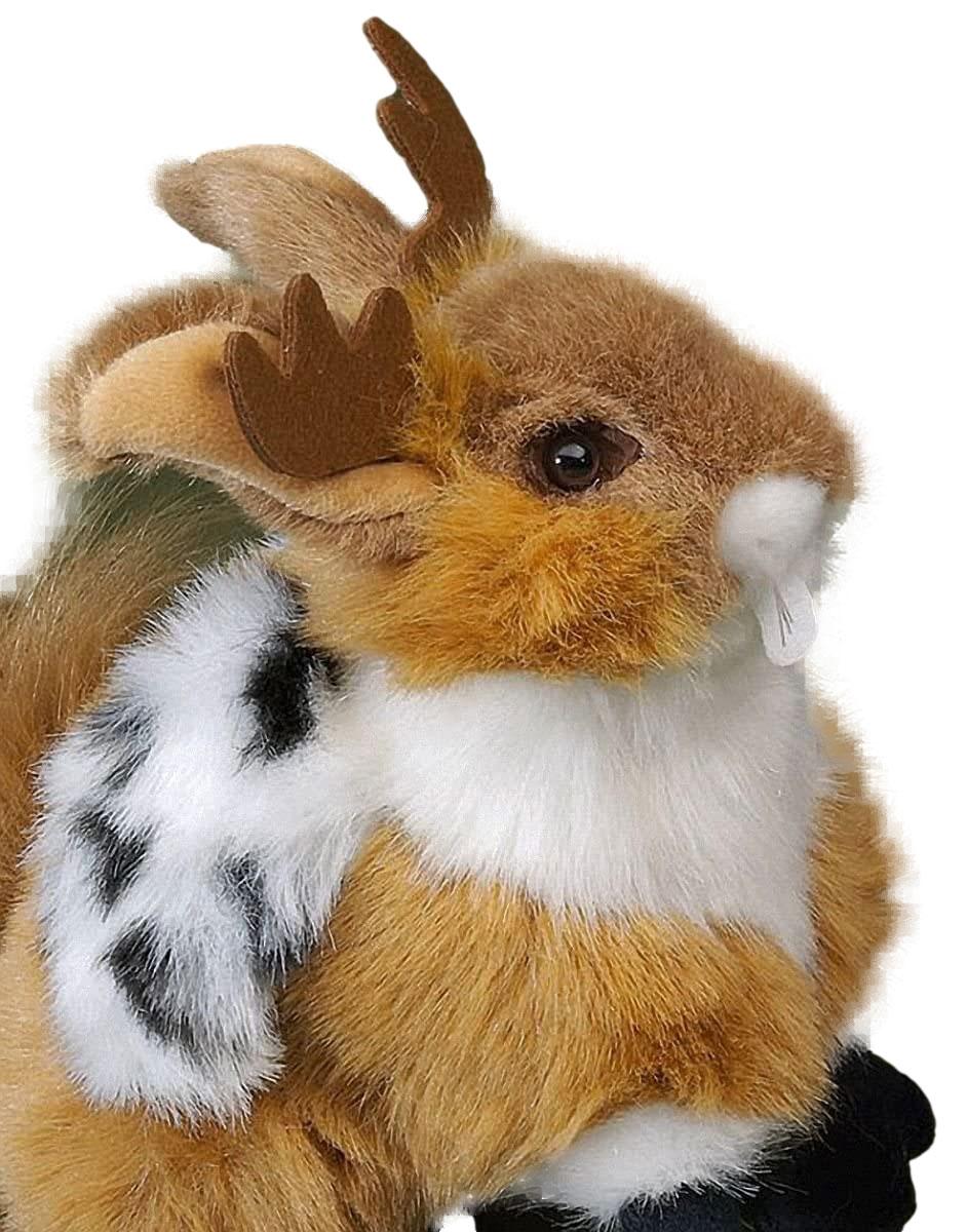 Dieses FÖRSTER Stofftier Wolpertinger überzeugt mit Detailtreue sowie hochwertiger Verarbeitung und ist das perfekte Geschenk für Kinder, Sammler und Plüschtierfreunde. Der Wolpertinger ist ein urbayrisches Fabeltier. Das kuschelige Geschöpf setzt sich zusammen aus einem Elchgeweih, dem Kopf eines Hasen, einem Eichhörnchenschwanz und zwei Füßen einer Ente. Das 22 cm große Plüschtier ist ein Qualitätsprodukt. Sammler und Kinder werden lange Freude an diesem flauschigen Freund haben. Ein mal kuscheln, bitte! Der plüschige Wolpertinger von Förster eignet sich hervorragend als Geschenk für die Kleinen. Durch die Verarbeitung mit hochwertigem Plüsch ist es besonders weich und kuschelig. Durch die Sicherheitsaugen wird die Sicherheit der Kinder gewahrt und, wenn der kleine neue Freund mal zu schmutzig wurde, kann er bei bis zu 30 °C in der Maschine gewaschen werden. Der fehlt noch in der plüschigen Sammlung Der FÖRSTER Stofftier Wolpertinger ist eines von vielen hochwertigen Förster Stofftieren. Es fügt sich ein neben diverse detailgetreue Plüschhunde, hochwertige Kuschelkatzen, flauschige Bären und viele andere Stofftier-Freunde. Der FÖRSTER Stofftier Wolpertinger ist die ideale Erweiterung einer jeden Sammlung und durch seine hochwertige Verarbeitung und sein exklusives Aussehen ein einmaliger Hingucker. Überzeugen Sie sich selbst von dem kuscheligen Freund und machen Sie Ihrem Kind oder einem Freund eine ganz besondere Freude. Verschenken Sie den FÖRSTER Stofftier Wolpertinger und freuen Sie sich schon jetzt auf die strahlenden Augen des Beschenkten.