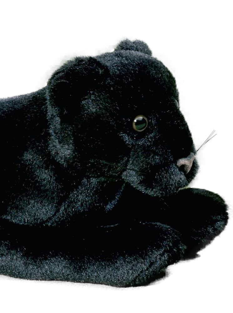 Ich bin der kuschelig weiche und völlig ungefährliche Panther von Förster! Obwohl ich gerade erst das Licht der Welt erblickt habe, bin ich bereits 35 cm groß. Man kann mich bis 30 Grad waschen und ich wurde in Handarbeit hergestellt. Jetzt suche ich jemanden, der mir ein liebevolles Zuhause bietet! Alle Stofftiere von Förster sind Qualitätsprodukte und werden aus hochwertigem weichem Plüsch gefertigt. Was Mama und Papa sicher besonders freut: Die Figuren sind schweiß- und speichelfest, besitzen Sicherheitsaugen, sind selbstverständlich ungiftig und vor allem waschbar!