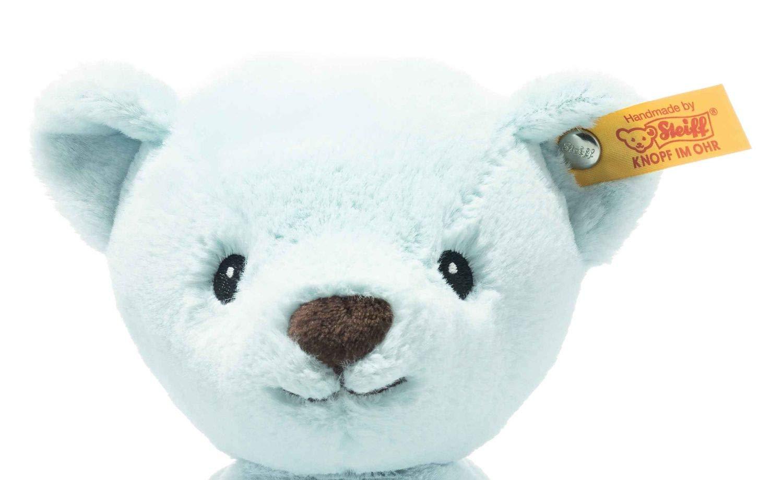"""Soft Cuddly Friends My first Steiff Teddybär - 26 cm - Kuscheltier für Babys – kuschelig & weich - waschbar - hellblau (242052) Unser My first Steiff Teddybär ist ein treuer Begleiter ab der ersten Minute. Er schenkt Ihrem Baby Geborgenheit und ist kuschelig weich. Steckbrief My first Steiff Teddybär - Größe 26 x 19 x 11 cm - Fell: babyweicher Plüsch - Farbe: hellblau - Bei 30°C in der Waschmaschine waschbar Steiff Qualitätsversprechen Die Margarete Steiff GmbH ist die weltweit bekannteste Spielzeug- und Plüschtierherstellerin und steht für höchste Qualität seit 1880. Der Leitgedanke unser Firmengründerin Margarete Steiff """"Für Kinder ist nur das Beste gut genug"""" ist unsere Firmenphilosophie und prägt unsere Arbeit sowie jedes unserer Produkte. Alle unsere Tiere werden von Hand genäht und sind somit einzigartig. Jedes original Steiff Tier trägt voller Stolz den Steiff """"Knopf im Ohr"""" und zusätzlich als weiteres Erkennungszeichen ein Ohrfähnchen. Das ist der Beweis, dass es aus unserem Hause stammt. Steiff Tiere - nur echt mit dem Steiff """"Knopf im Ohr"""". Wir wünschen viel Vergnügen mit dem neuen Plüschtier - Ihr Steiff-Team"""